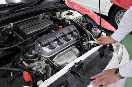 自動車のエンジンの整備